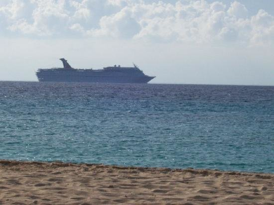 cruise-ship-in-the-distance.jpg